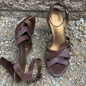 Unisa brown leather around the ankle sandal sz 7.5